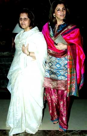 Dimple Kapadia with mom