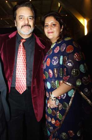 Akbar Khan with wife Marriam