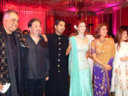 Prem Kishan, Rishi and Neetu Kapoor, Ridhima Kapoor with the couple