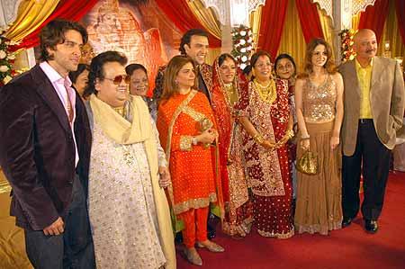 Hrithik Roshan, Bappi Lahiri, Pinky Roshan, Shouvik, Rima, Mrs Lahiri, Suzzane Roshan and Rakesh Roshan