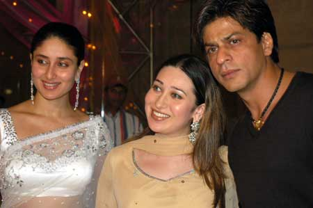The perfect host: Close friend Shah Rukh Khan welcomes Kareena Kapoor and Karisma Kapoor