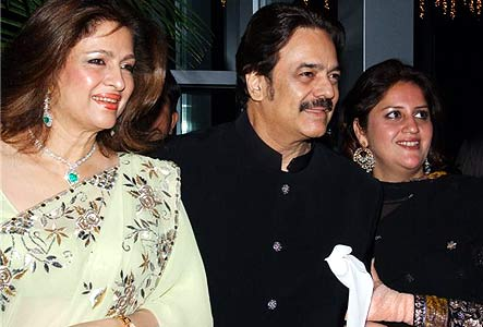 Akbar Khan with sister and wife Mariam