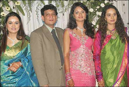 Padmini Kolhapure and Shivangi with the couple.