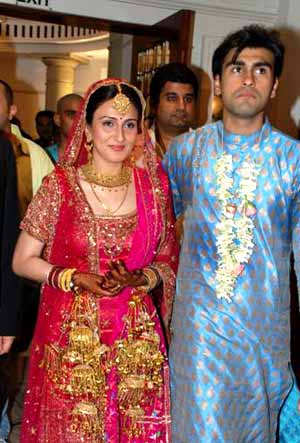 Arya Actor Wedding http://www.india-forums.com/forum_posts.asp?TID=669515