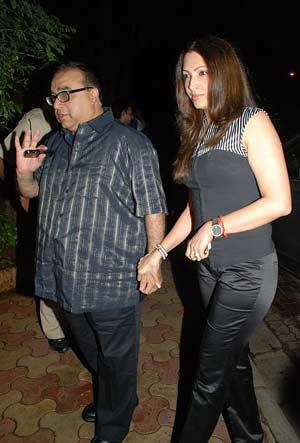Rajkumar Santoshi With Wife